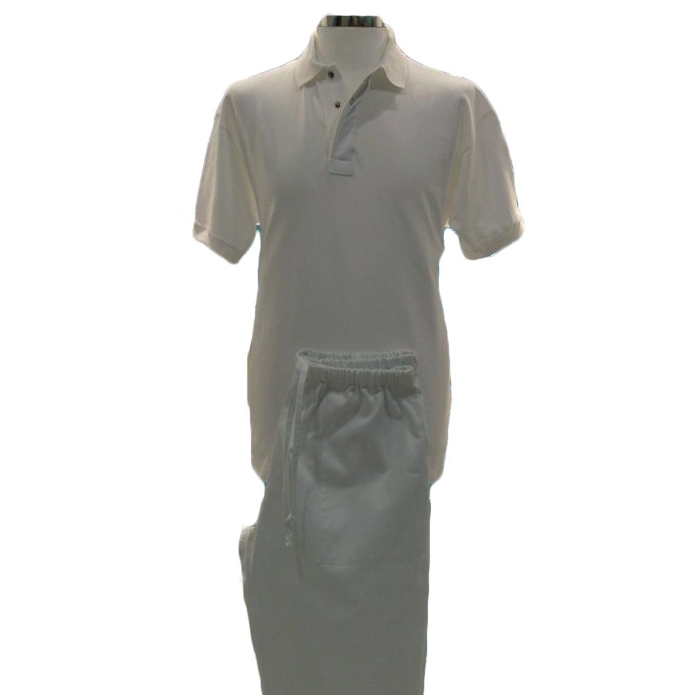 Polo e pantalone bianchi